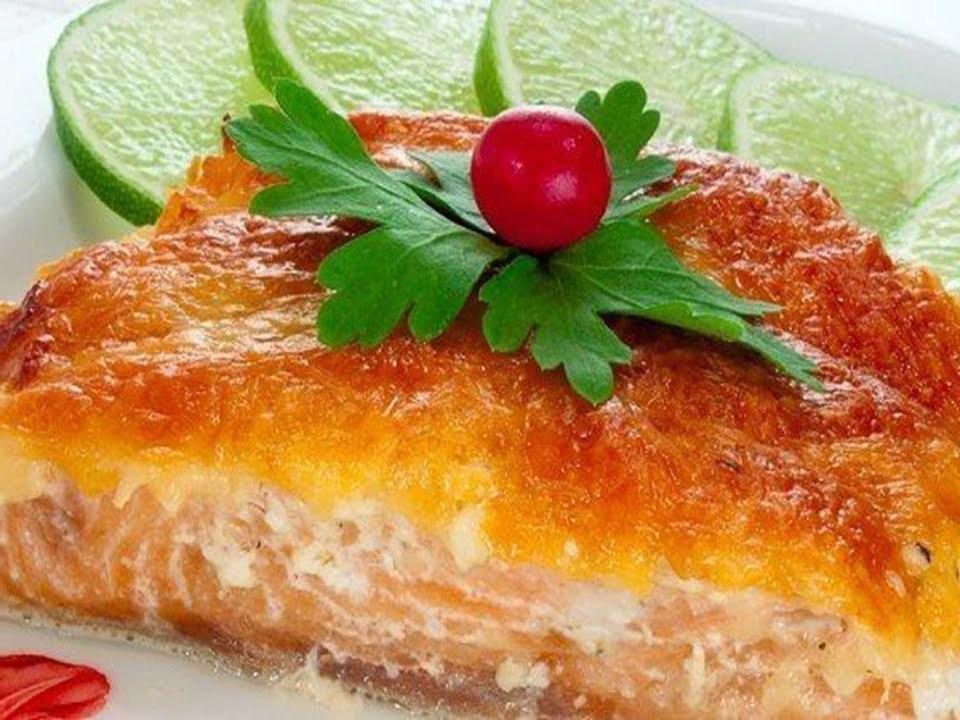 Красная рыба под сырной корочкой