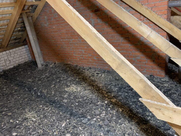 Очищенная поверхность потолка