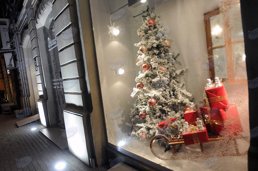 Новогодняя витрина в магазине