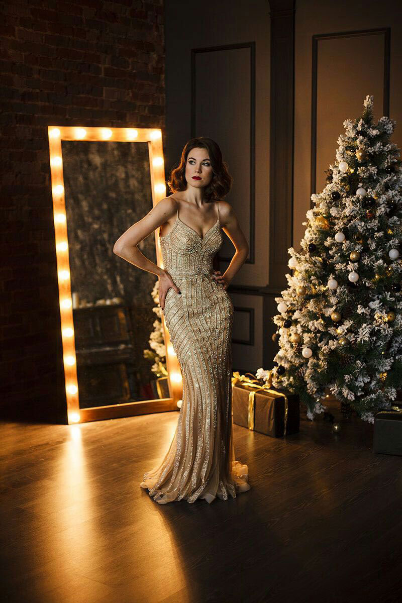 женщина в платье-русалке