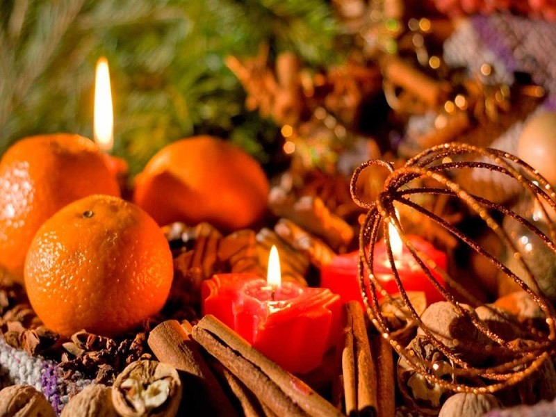 Новогодние ароматы: мандарны и свечи