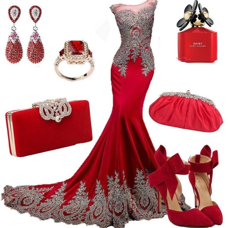 красное платье и набор аксессуаров