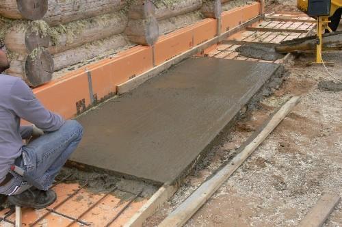 залитие бетонной отмостки