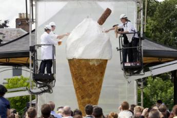 первое в мире гигантское мороженое